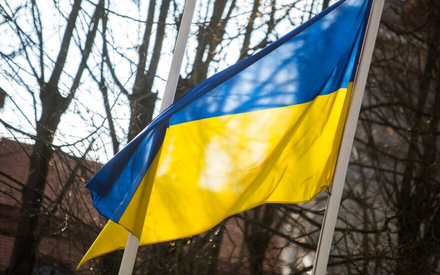 Порошенко пообещал поднять украинский флаг над Крымом и Донбассом