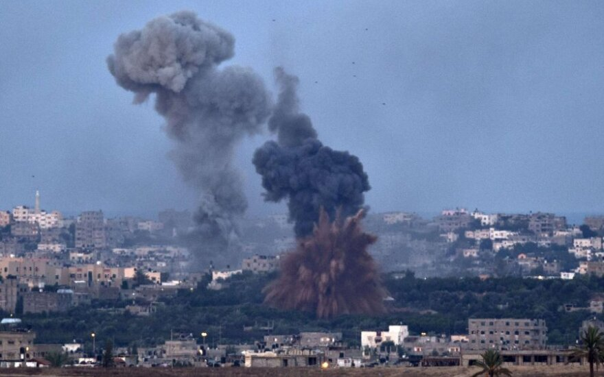 Izraelis atakuoja Gazą