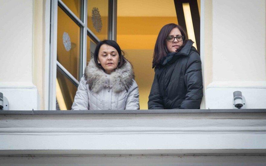 После акции протеста учителя остаются в министерстве: настроение сейчас изменилось