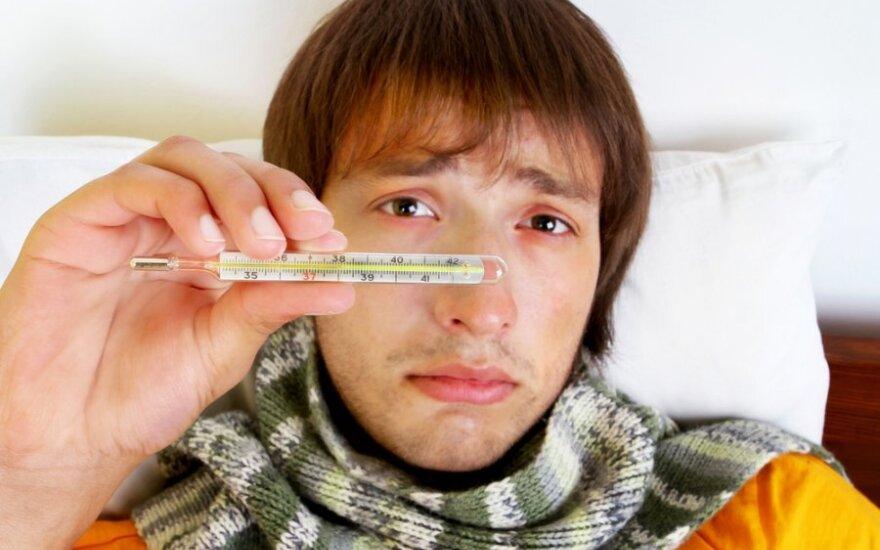 Jaunas vyras serga, gripas, peršalimas