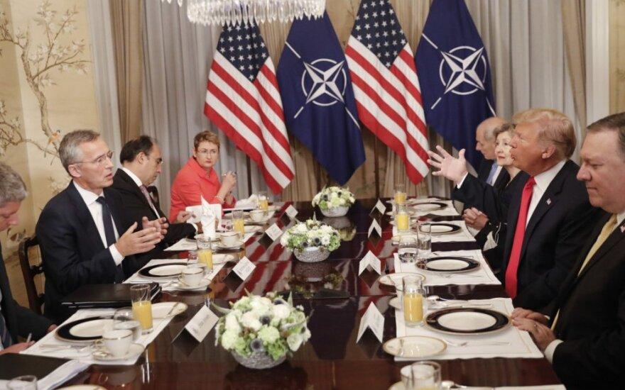 Jensas Stoltenbergas ir Donaldas Trumpas