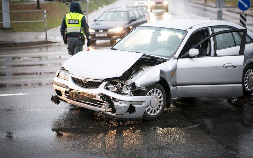 В Вильнюсе столкнулись автомобили, пострадала женщина
