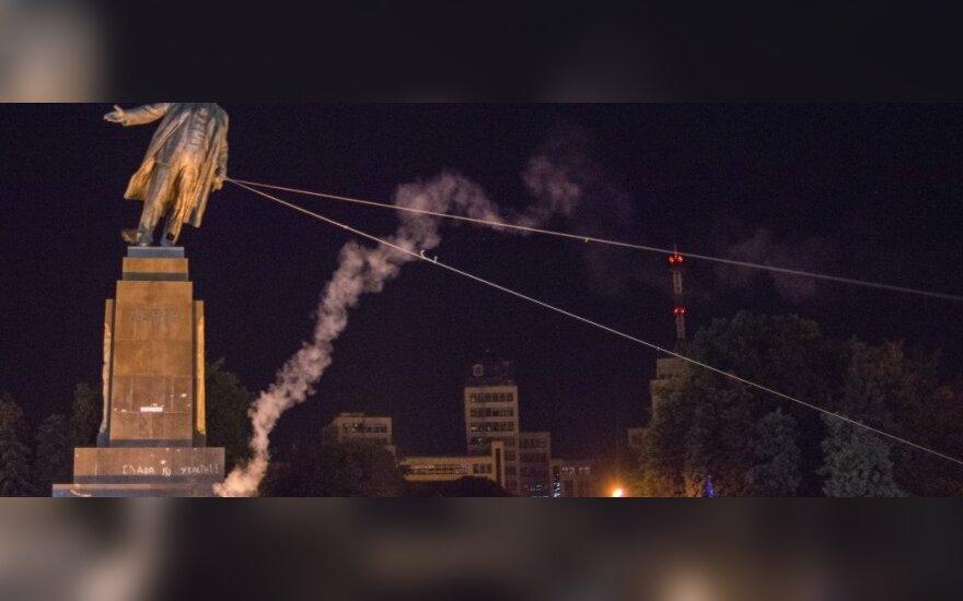 W Charkowie podcięto nogi Leninowi