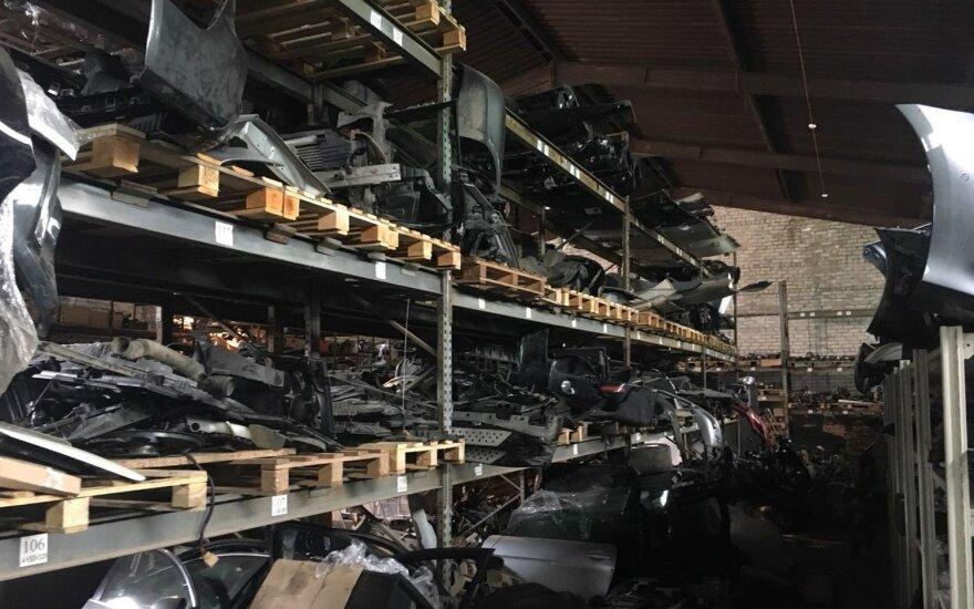 Каунасская компания торговала краденными деталями для автомобилей