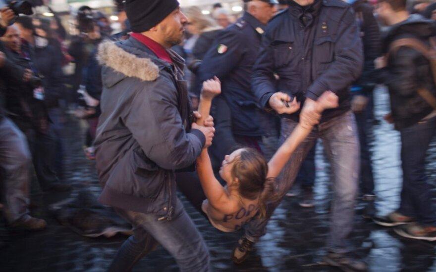 Активистки FEMEN устроили топлес-акцию в Ватикане
