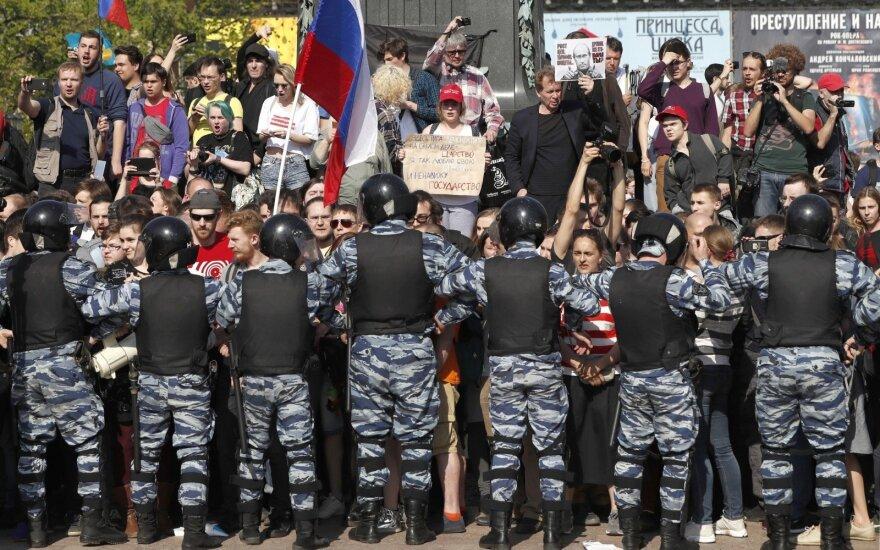 До суда не довезли: какова судьба сотен задержанных на акциях 5 мая