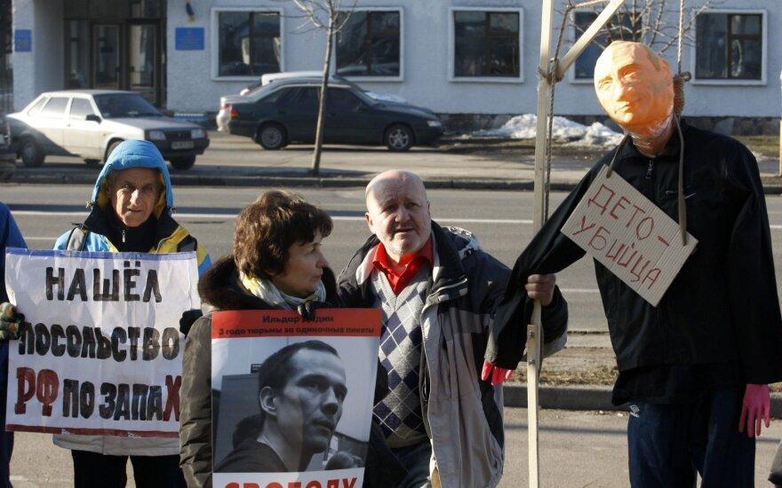 Ildarą Dadiną palaikantys aktyvistai