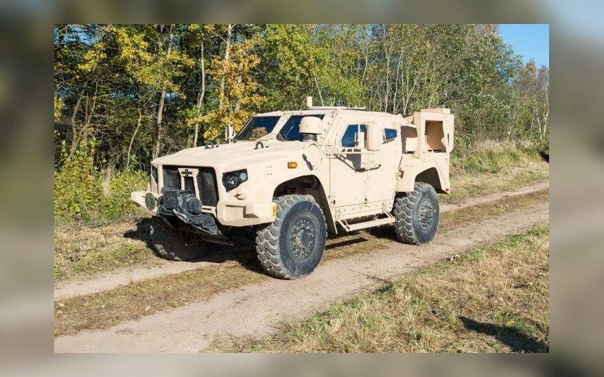 Gaižiūnų poligone vyksta JAV kompanijos Oshkosh Defence LCC  šarvuoto visureigio L-ATV, Light Combat Tactical All-terrain Vehicle,  galimybių demonstracija.