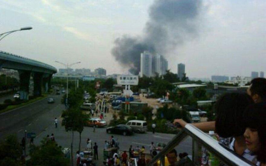 Tragiška nelaimė Kinijoje: užsiliepsnojus autobusui žuvo 42 žmonės
