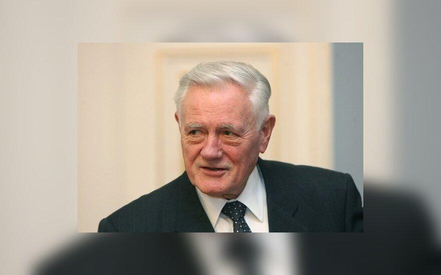 В.Адамкус – за приглашение А.Лукашенко в Прагу