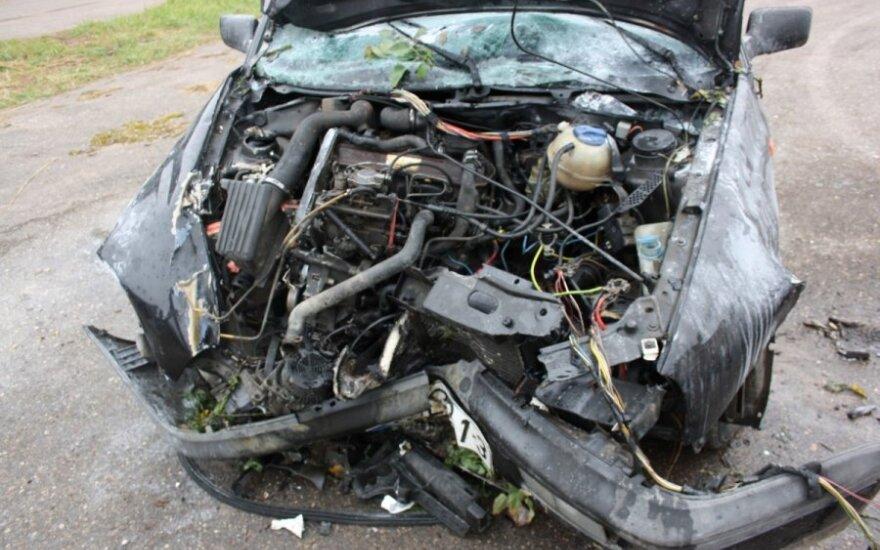 В Вильнюсском районе столкнулись грузовик и легковой автомобиль: погибли люди