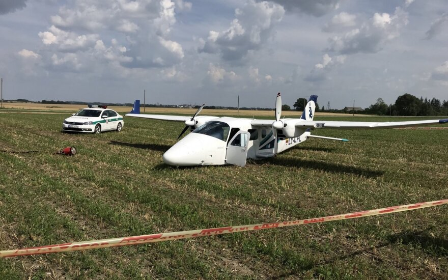 В Каунасском районе упал двухмоторный самолет