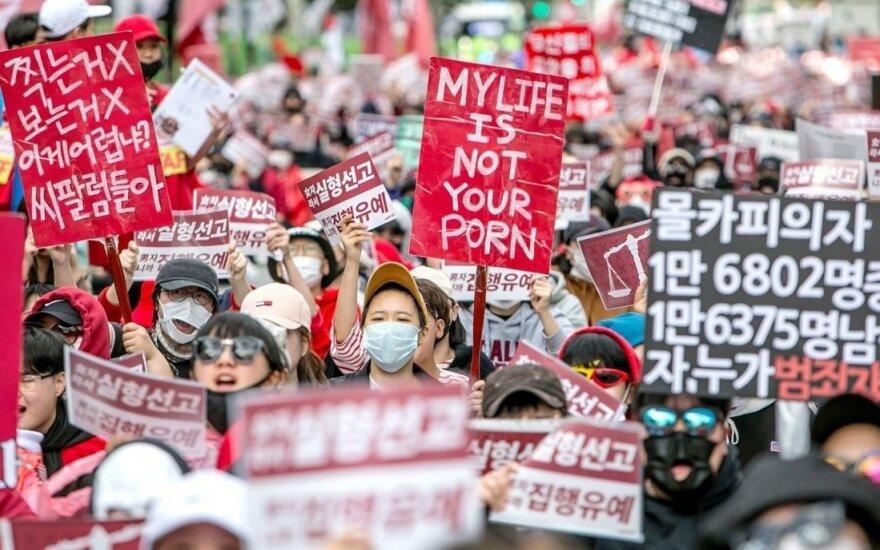 Женщины Южной Кореи протестуют в Сеуле