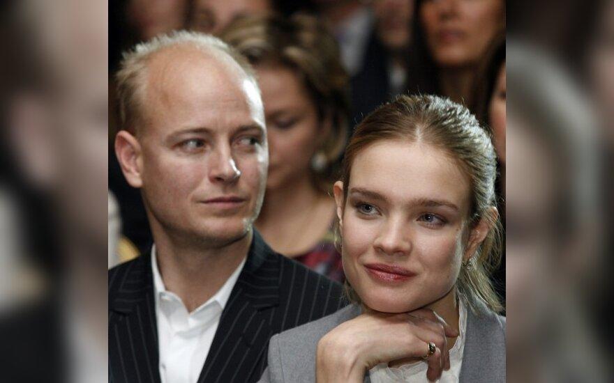 Наталья Водянова тайно от мужа вывезла сына в Москву