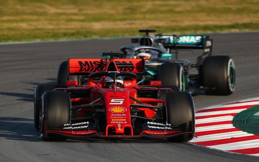 Sebastianas Vettelis (priekyje), Lewisas Hamiltonas