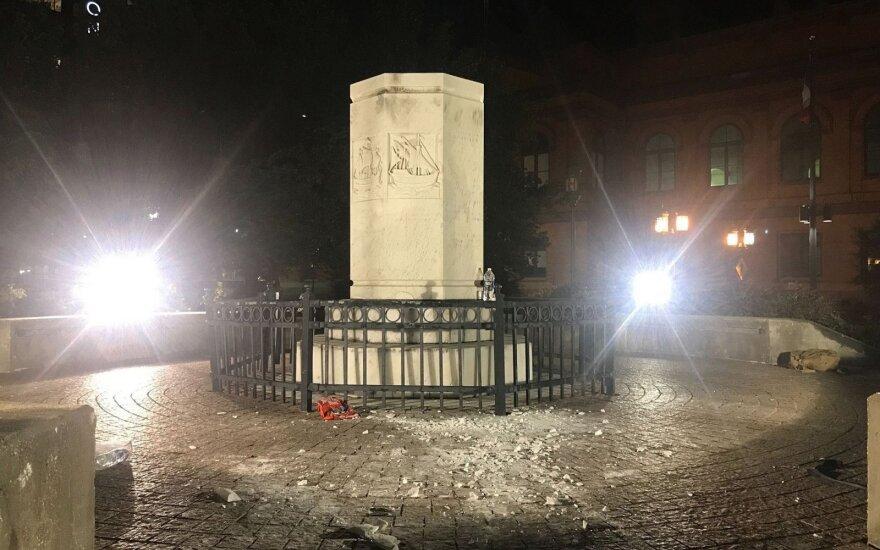 JAV nuverstas paminklas Kristupui Kolumbui