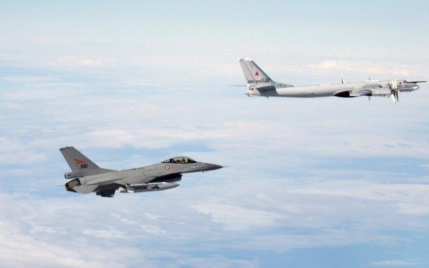 Истребители НАТО восемь раз сопроводили российские военные самолеты