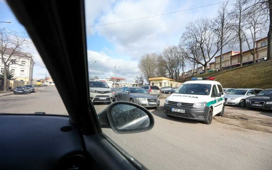 В Вильнюсе столкнулись три автомобиля, пострадали мужчина и ребенок