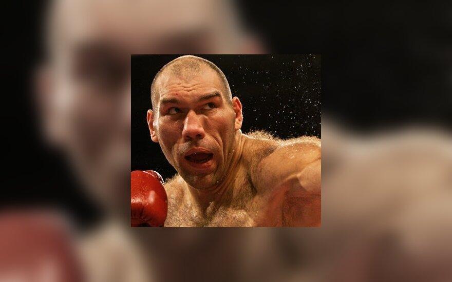 Чагаева Валуев будет бить аккуратно, но сильно