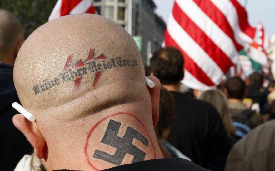 В Британии осудили группу неонацистов, в том числе и родителей младенца Адольфа