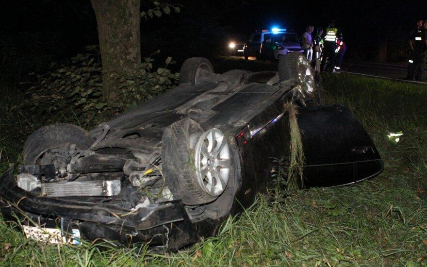 ДТП с участием BMW в Вильнюсе: автомобиль перевернулся на Эйшишкском шоссе