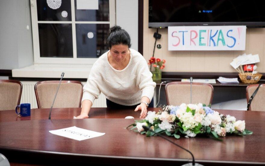 Бастующие учителя обратились к президенту Литвы