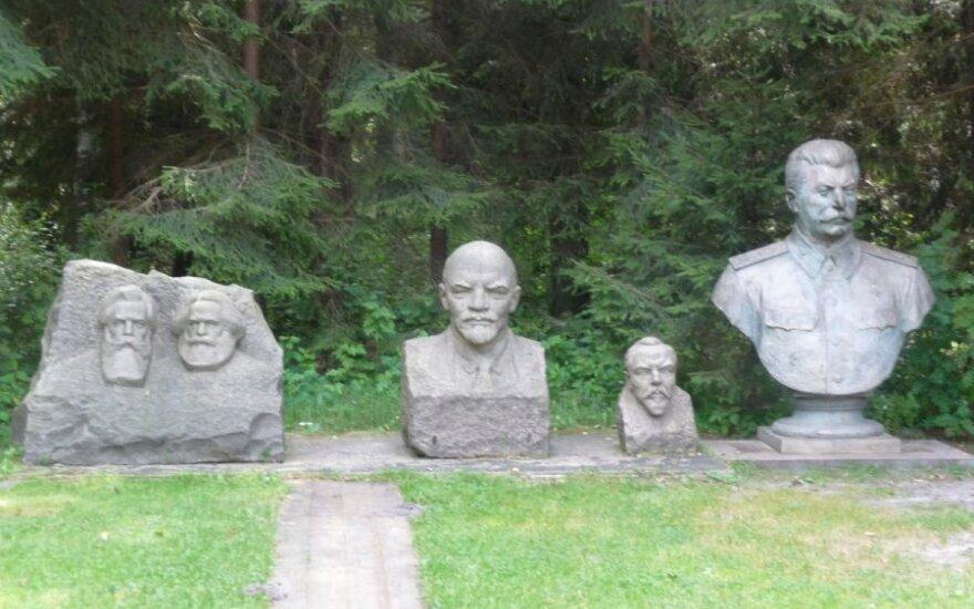 Grūto parkas. F. Engelsas, K. Marksas, Leninas, V. Kapsukas ir Stalinas