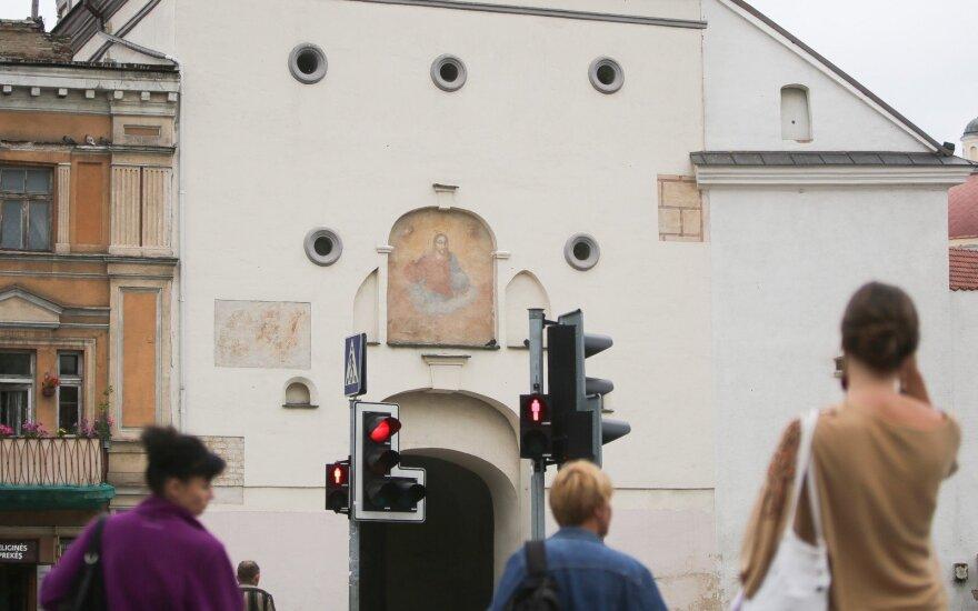 """В Вильнюсе пьяного водителя """"остановила"""" стена храма"""