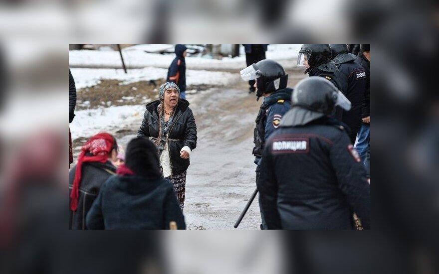 Россия: поселок Плеханово оцеплен ОМОНом из-за волнений цыган