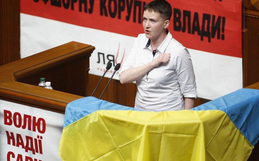 Первый день Савченко в Раде: сняла свой портрет, вспомнила погибших и спела гимн