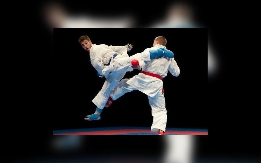 Зрелищный удар ногой на соревнованиях по каратэ привел к нокауту