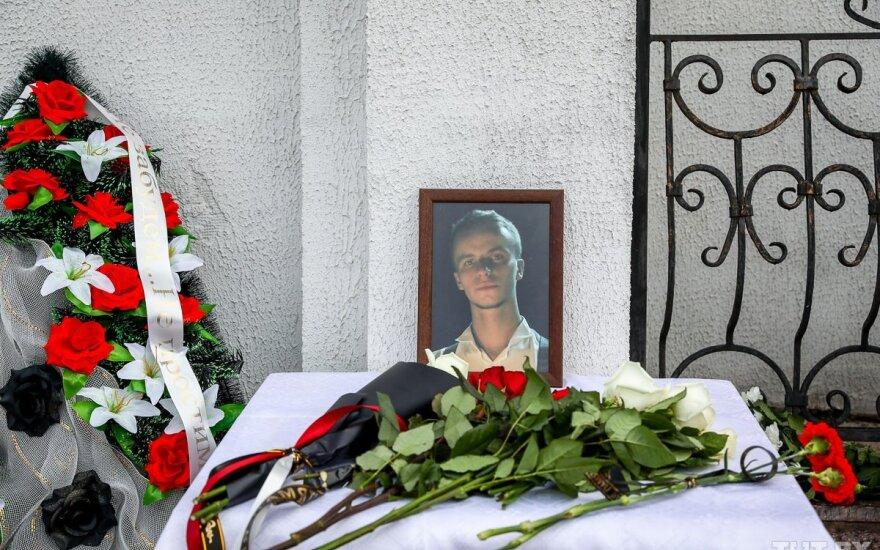 В Минске прощаются с Романом Бондаренко — пришли тысячи человек