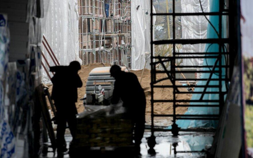 Предприниматели Литвы нашли замену уехавшим строителям - привозят украинцев