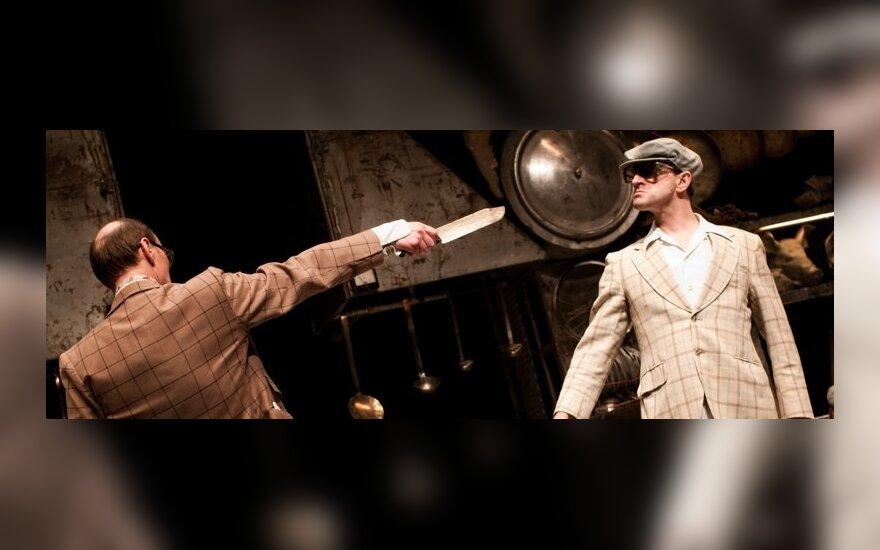 """Kadras iš O.Koršunovo spektaklio """"Įstabioji ir graudžioji Romeo ir Džuljetos istorija"""""""