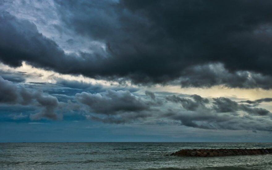 Спасатели ищут в Ирландском море пять пропавших россиян