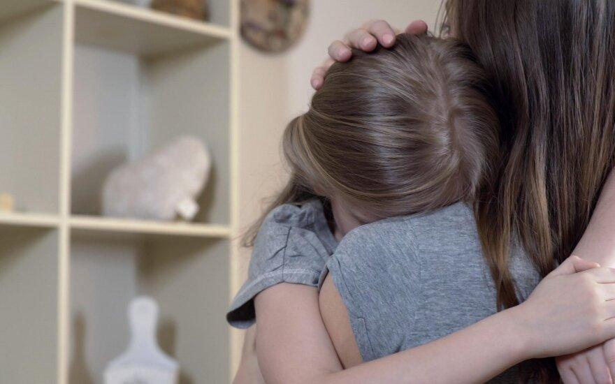 Семейная драма в Алитусе: защищавшая мать девочка всадила нож в спину отца