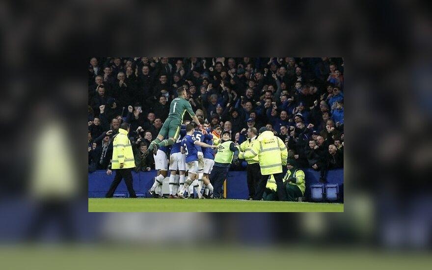 """""""Ман Сити"""" крупно проигрывает в Ливерпуле, """"Челси"""" увеличивает отрыв"""