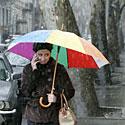 Žiema Tbilisyje, sniegas, šaltis, pūga, spalvotas skėtis