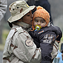 Makedonijos kariūnė su vaiku