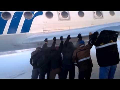 Kaip prie -52 laipsnių Rusijoje stumia lėktuvą
