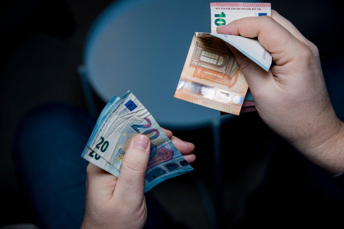 kaip uždirbti pinigus pusėje lietuvoje