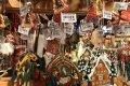 Palygino Kalėdinių mugių kainas Vilniuje ir Berlyne: žmonės šluoja šimtus eurų kainuojančias smulkmenas///Palygino Kalėdinių mugių kainas Vilniuje ir Berlyne: mokėti už obuolį aplietą šokoladu 6 eurus – jokia problema