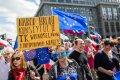 Lenkijos vyriausybė atsitraukia – neribos žurnalistų darbo parlamente