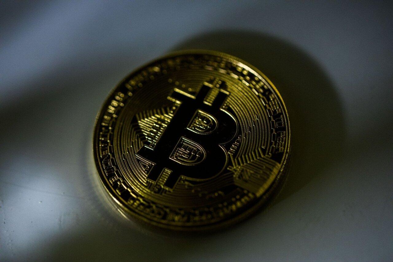 kriptografijos bitkoinas pradeda prekiauti jav