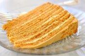 Burnoje tirpstantis medaus pyragas