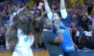 Tyro džiaugsmo proveržiai: taiklūs NBA sirgalių metimai iš aikštės vidurio