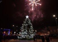 Dar viena gražuolė žaliaskarė: Varėna įžiebė Kalėdų eglę