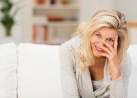 Ką apie kosmetiką turėtų žinoti kiekviena brandi moteris: vizažistė išskyrė, kokias priemonės turėti ir kokių klaidų šiukštu nedaryti