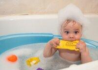 Vaikų maudynės vonioje: kiek ilgai, kas kiek laiko ir į ką būtina atkreipti dėmesį