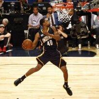 NBA dėjimų konkurso nugalėtoju tapo G. Robinsonas.